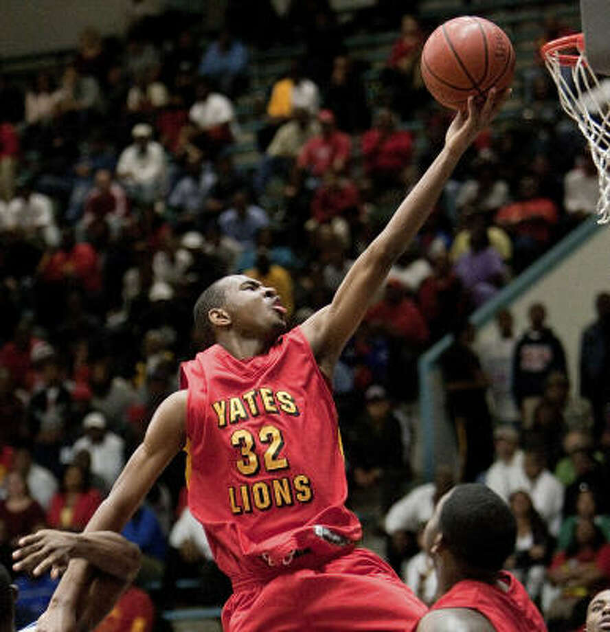 Yates' Clyde Santee drives to the basket for a lay-up in the fourth quarter. Photo: Bob Levey, For The Chronicle
