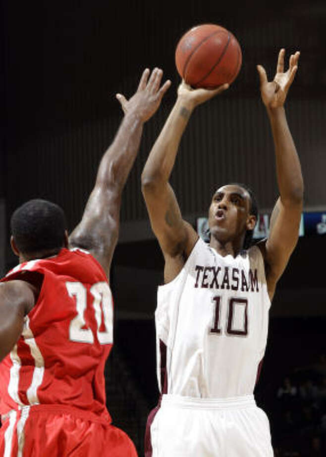Texas A&M forward David Loubeau scored a game-high 18 points in Monday night's victory. Photo: David J. Phillip, AP