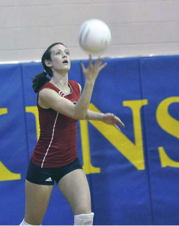 Atascocita sophomore setter Taylor Livoti serves to Elkins  during their match in Missouri City on August 21, 2009. Photo: Ernie Chan, Freelancer / freelance