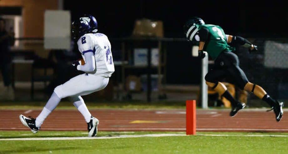 Humble's Brison Burris, left, catches a touchdown pass during the first quarter. Photo: Christopher Patronella, Jr., Chronicle