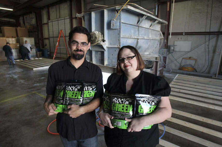 Jeremy and Kim Webb offer Rockin' Green in hard, soft and regular water formulas. Photo: John Davenport:, San Antonio Express-News