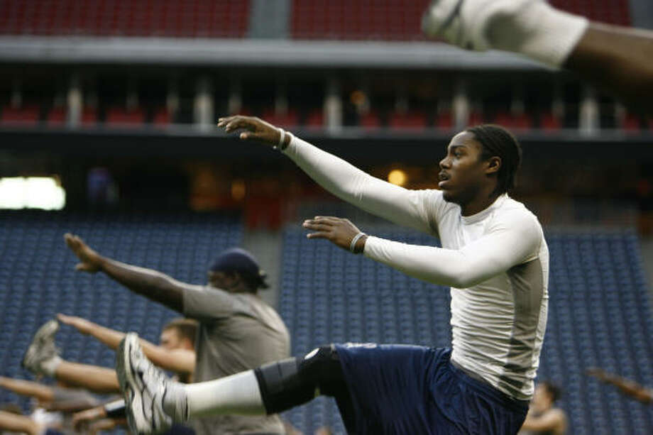 Rice players stretch during a walk through at Reliant Stadium as they prepare for the Texas Bowl on Monday. Tonight's game carries a special meaning for many in the Owls' program. Photo: Sharon Steinmann, Chronicle