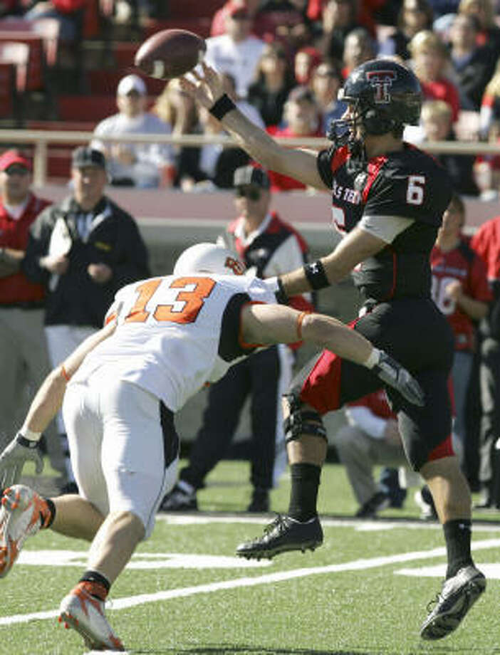 Texas Tech's quarterback Graham Harrell (6) led Texas Tech to a 30-24 victory over Oklahoma State last November in Lubbock. After the teams play in Stillwater this year, there's a possibility they'll be playing in Dallas in 2008. Photo: LM OTERO, AP