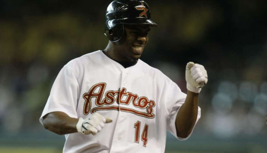 Michael Bourn's first inning single was key to helping the Astros stay close early in the series closer. Photo: Karen Warren, Chronicle