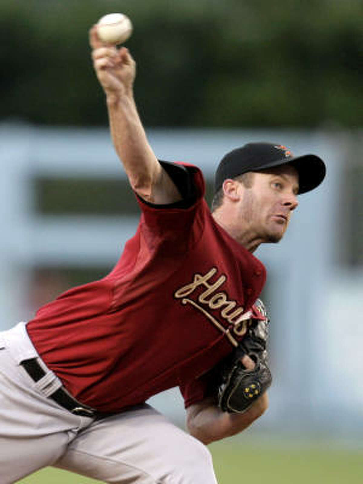 Astros starter Roy Oswalt held the Dodgers to one run on four hits in a complete game.