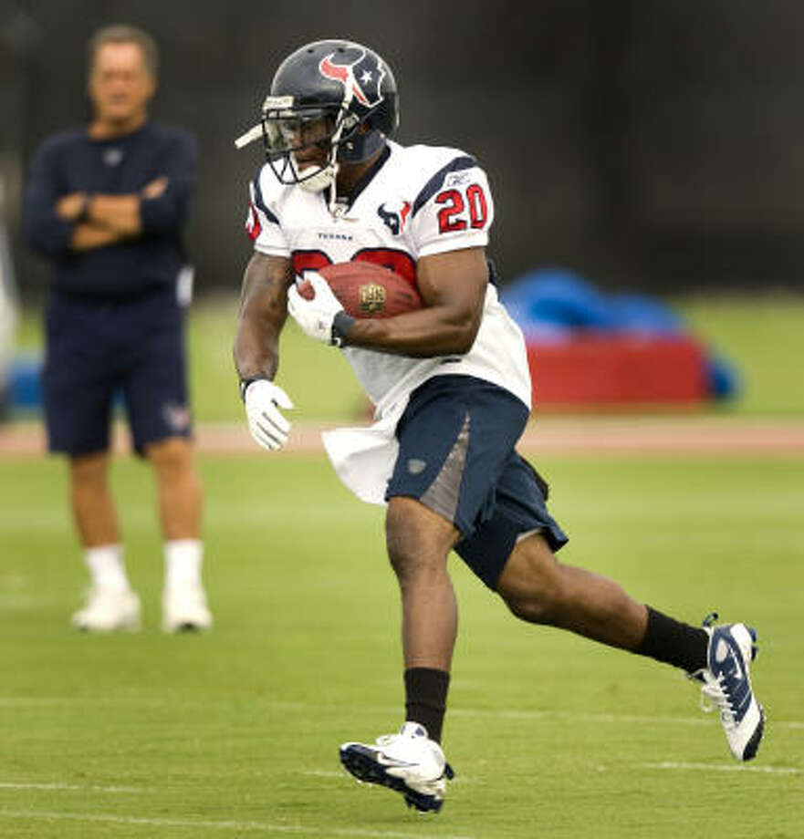 With Steve Slaton, the Texans' rank in total yards improved from 14th in the NFL to third best. Photo: Brett Coomer, Chronicle