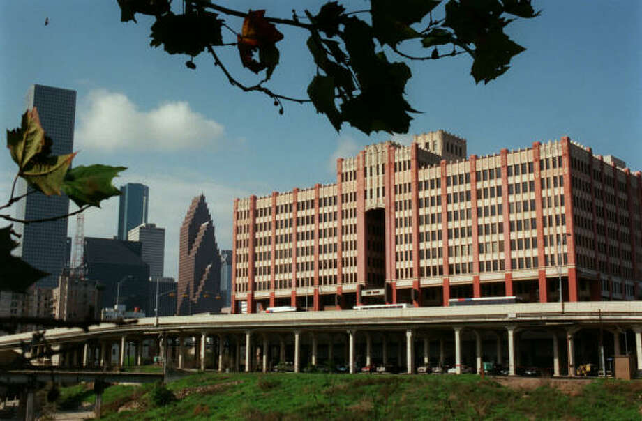 The University of Houston-Downtown's One Main Building dominates downtown's northern edge. Photo: Houston Chronicle