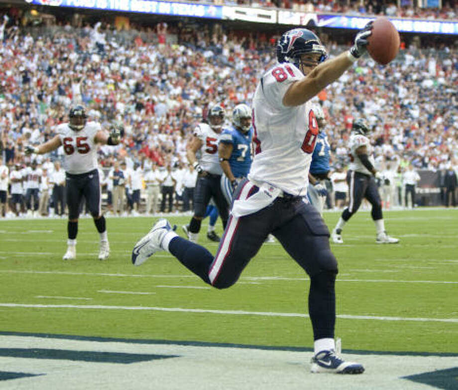 Houston Texans tight end Owen Daniels celebrates his two-yard touchdown reception during the first quarter. Photo: Brett Coomer, Chronicle