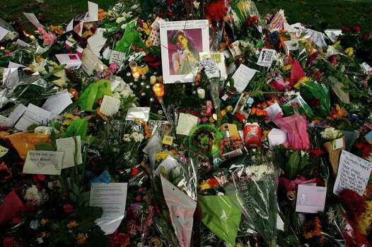 Floral tributes and messages are seen outside the residence of singer Amy Winehouse in Camden Square, north London, Sunday, July 24, 2011. Amy Winehouse, the beehived soul-jazz diva whose self-destructive habits overshadowed a distinctive musical talent, was found dead Saturday, July 23, 2011 in her London home. She was 27. (AP Photo/Akira Suemori) Photo: Akira Suemori / AP