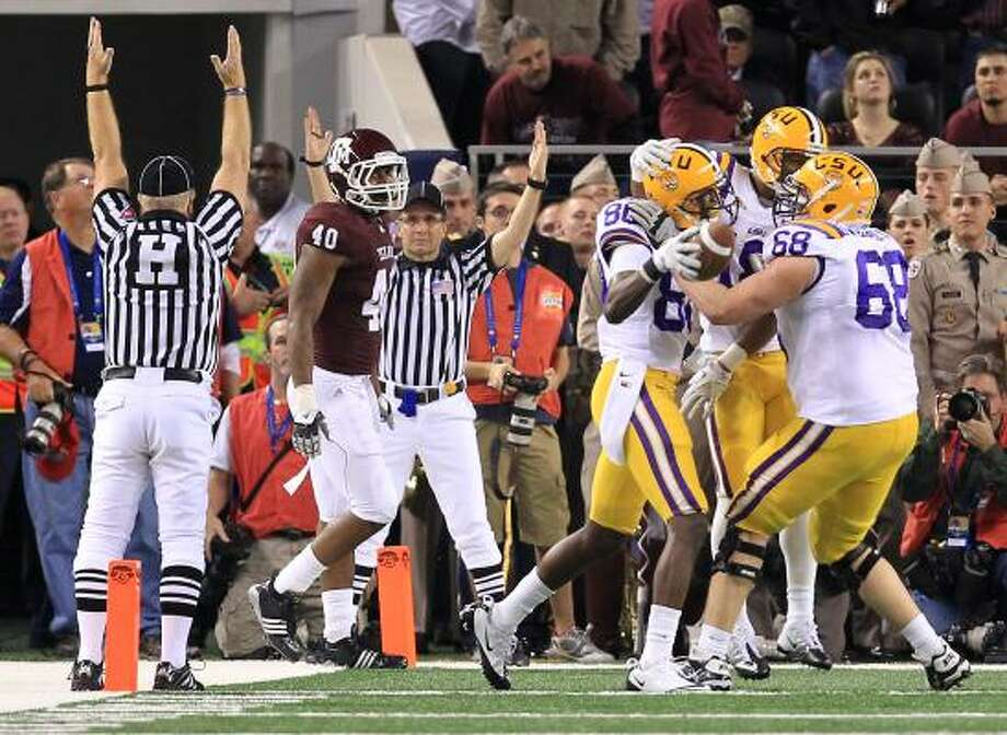 Texas A&M defensive end Von Miller watches LSU players celebrate a touchdown. Photo: Nick De La Torre, Chronicle