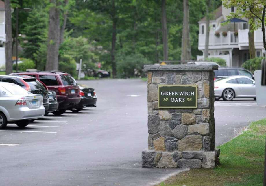 The Greenwich Oaks apartment complex off Weaver Street in the Glenville section of Greenwich, Tuesday night, July 26, 2011. Photo: Bob Luckey / Greenwich Time
