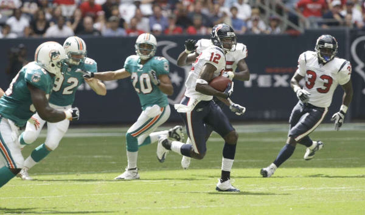 Texans receiver Jacoby Jones heads for a touchdown on a 77-yard punt return.