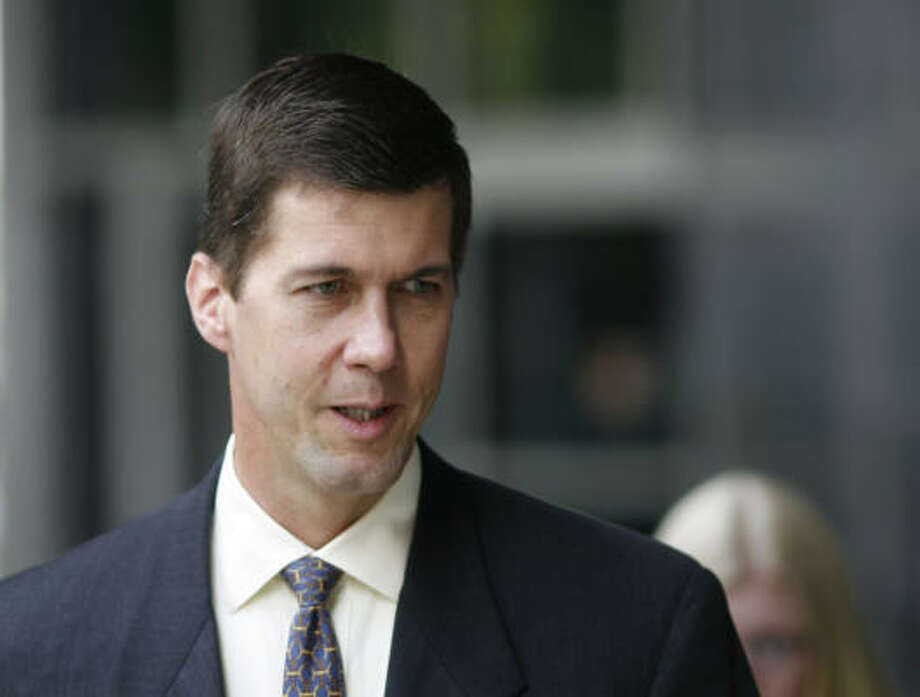 Kevin Howard, a former chief financial officer for Enron Broadband Services, entered into a plea deal with federal prosecutors today to avoid a third trial. He will serve four to 12 months of either probation or home confinement but will not go to prison. Photo: Steve Ueckert, Houston Chronicle
