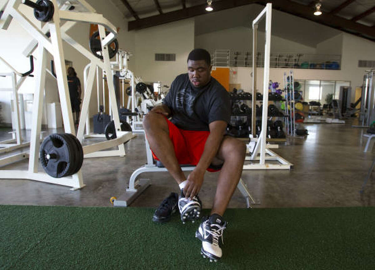 Former Auburn defensive lineman and Lombardi Award winner Nick Fairley has been training at Plex in Stafford.