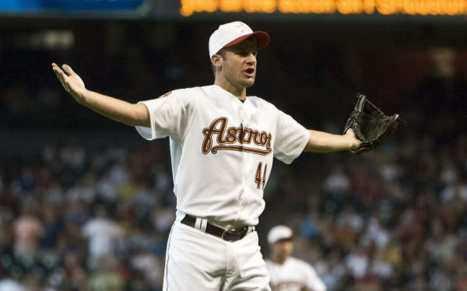 A possible trade of Roy Oswalt to the Phillies could be stalled because of the righthander's contract situation. Photo: James Nielsen, Chronicle