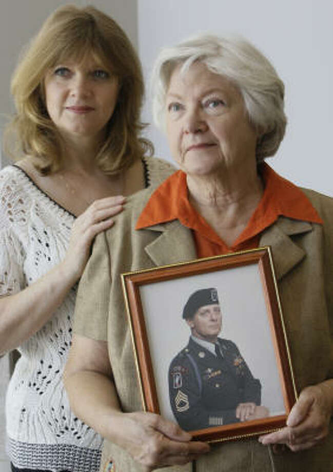 Deanne Braley, with her mother, JoEllen Porter, found the funeral-planning benefit useful when Raymond Porter Sr. died suddenly. Photo: MELISSA PHILLIP :, CHRONICLE