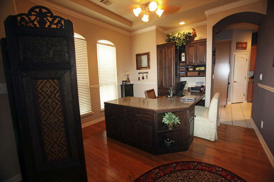 Kim Theriot created an office space at her home in Boerne. Photo: TOM REEL, SAN ANTONIO EXPRESS-NEWS