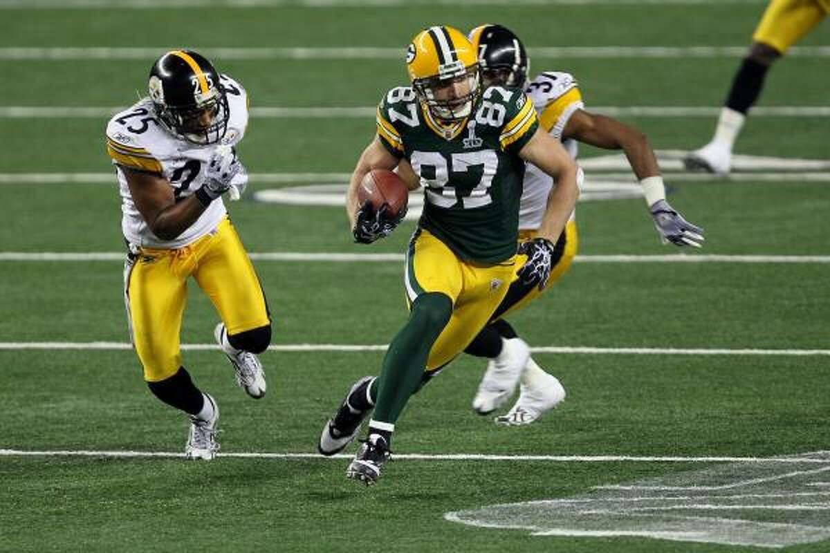 Packers wide receiver Jordy Nelson runs with the ball on a 38-yard reception against the Steelers.