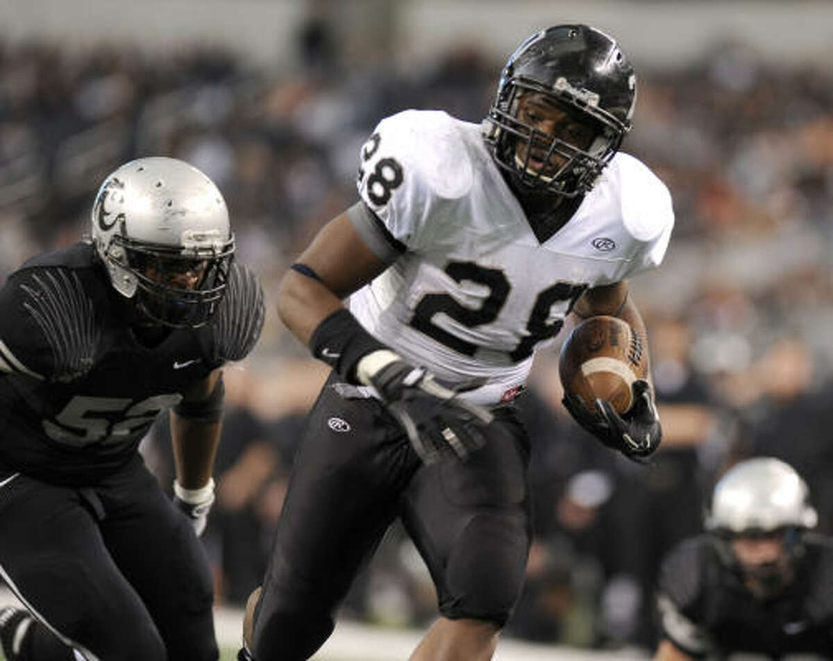 Cibolo Steele's Malcolm Brown (28) rushed for 107 yards and scored three touchdowns in Saturday's title game victory.