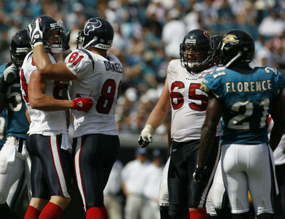 Owen Daniels, left center, celebrates with teammate Kevin Walter on a day the Texans produced 386 yards in 63 total plays. Photo: Karen Warren, Chronicle