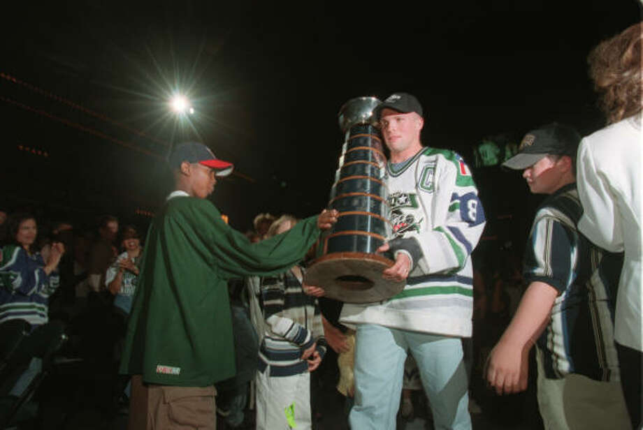 Mike Yeo served as captain during the 1998-99 season as the Aeros won the Turner Cup. Photo: Karen Warren, Chronicle