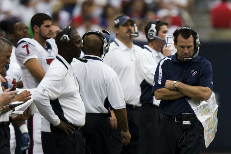 Bob McNair's faith in Gary Kubiak, right, has been tested with a series of bad September performances. Photo: Smiley N. Pool, Houston Chronicle