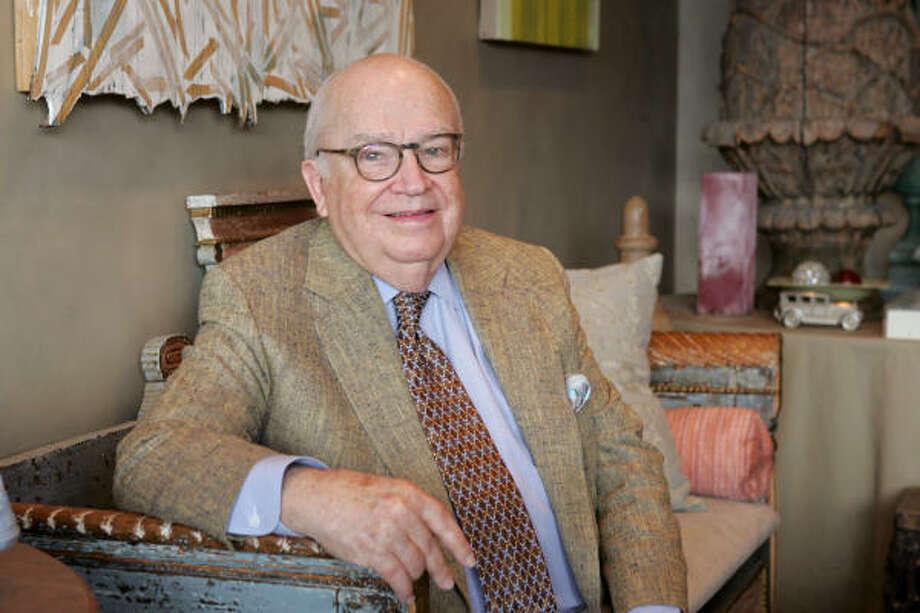 Herbert Wells, the grand man of Houston's interior design world, in his River Oaks area apartment in 2006. Photo: Bruce Bennett, For The Chronicle