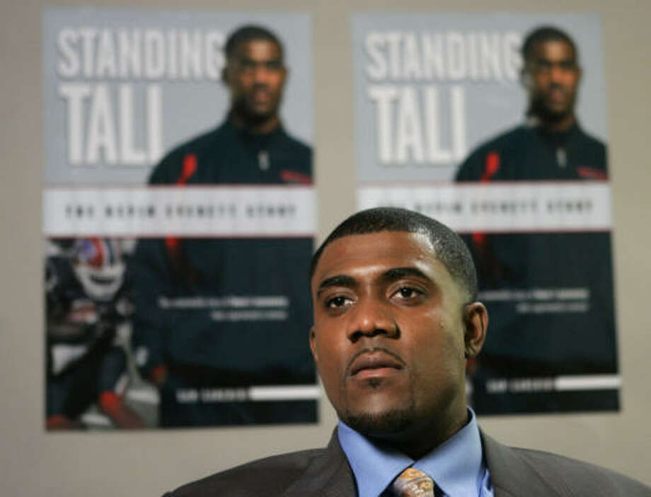 Buffalo Bills tight end Kevin Everett, now promoting a book, was treated at The Institute for Rehabilitation and Research at Memorial Hermann in Houston one month after the injury. Photo: Jerry Lai, AP