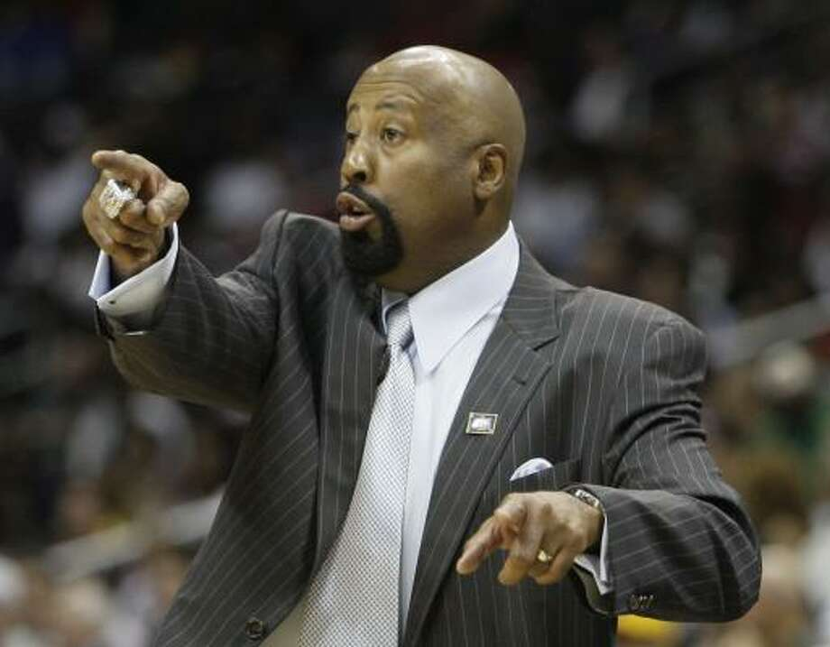 Hawks coach Mike Woodson directs his team from the sidelines during the fourth quarter. Miami won 108-93 to even the series at one game apiece. Photo: John Bazemore, AP