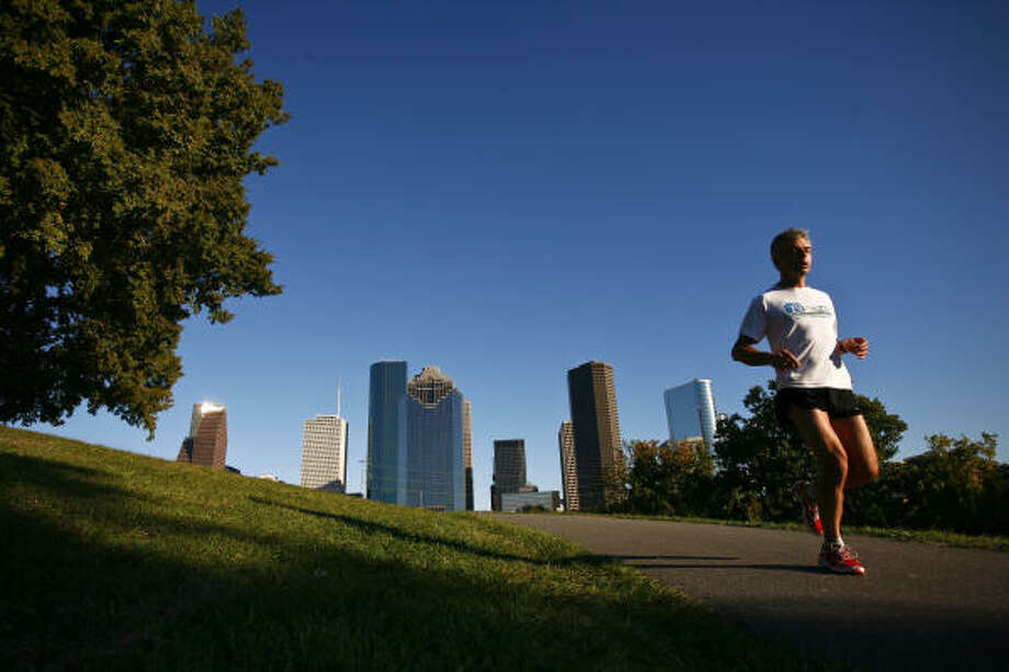A runner takes advantage of a beautiful day at Sabine Park near Allen Parkway on Monday. The sky was so clear and blue that it could've been ordered to celebrate the news that Houston is on track to meet the federal smog guidelines for the first time. Photo: Michael Paulsen:, Chronicle