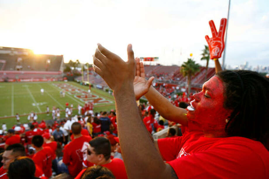 The University of Houston has paid AECOM to look at six different plans for football stadium improvement. Photo: Nick De La Torre, Chronicle