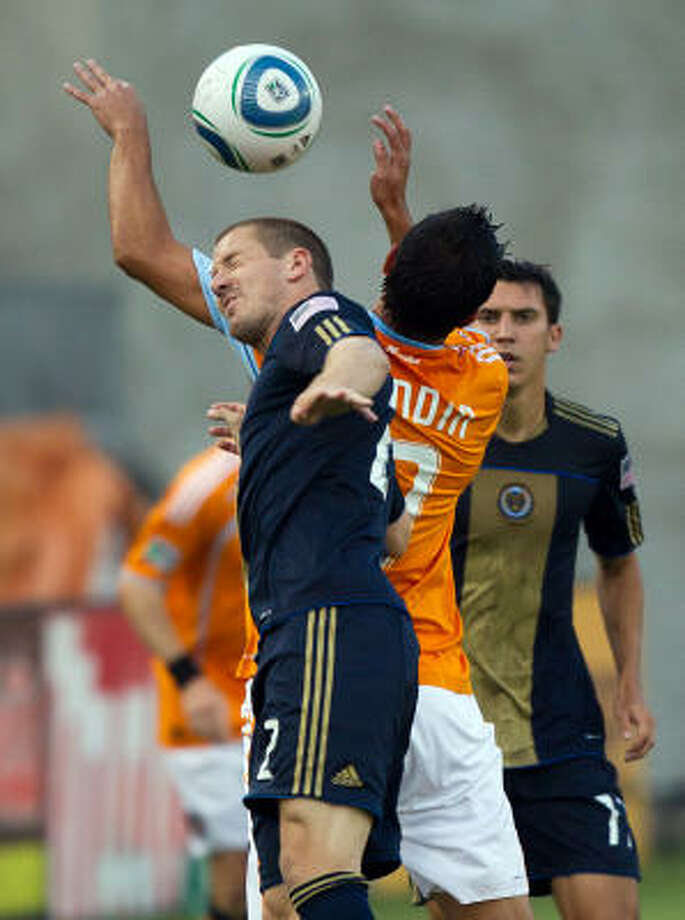 Dynamo forward Luis Angel Landin fights for a header against Union defender Jordan Harvey. Photo: Smiley N. Pool, Chronicle
