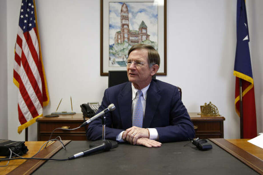 Rep. Lamar Smith, R-San Antonio, filed a bill that would require all employers to eventually use the Internet-based E-Verify system — which immigrant, labor and Hispanic groups say is inaccurate and fundamentally flawed. Photo: JERRY LARA, SAN ANTONIO EXPRESS-NEWS