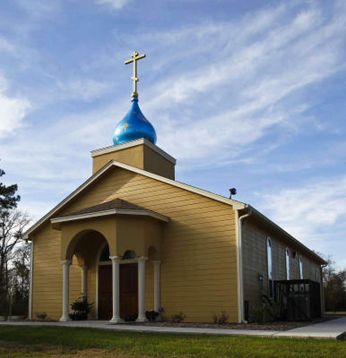 About half of St. Jonah Orthodox Church's congregation in Spring are converts who, with immigrants, have fueled a 16 percent rise in the number of U.S. Orthodox parishes in the past decade.