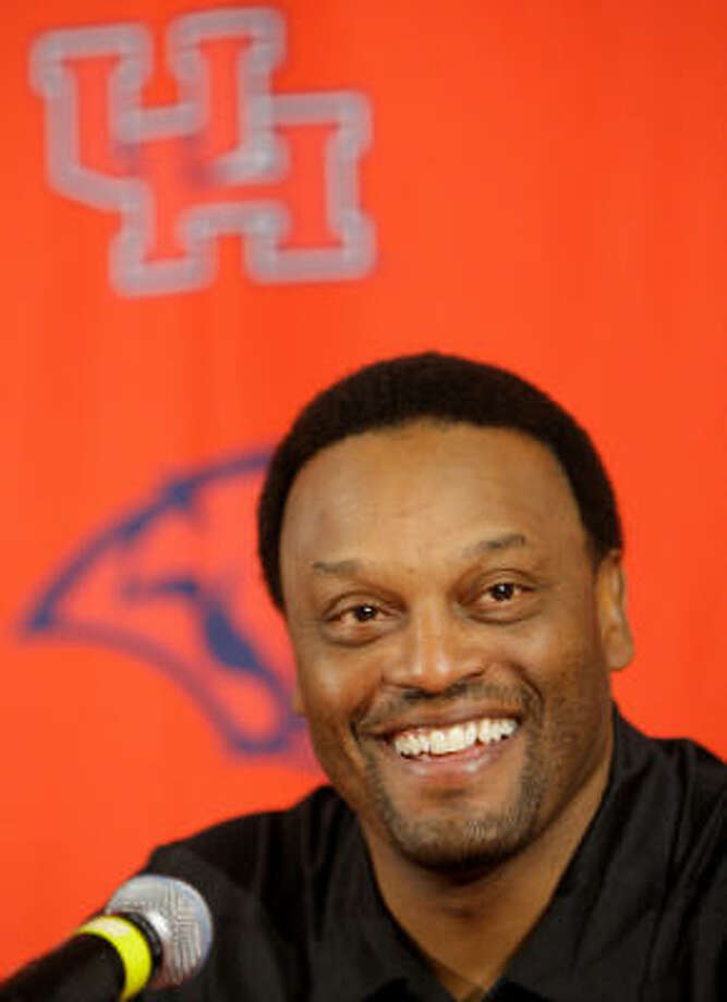 UH announced its new contract with football coach Kevin Sumlin that will last through 2015. Photo: Melissa Phillip, Chronicle