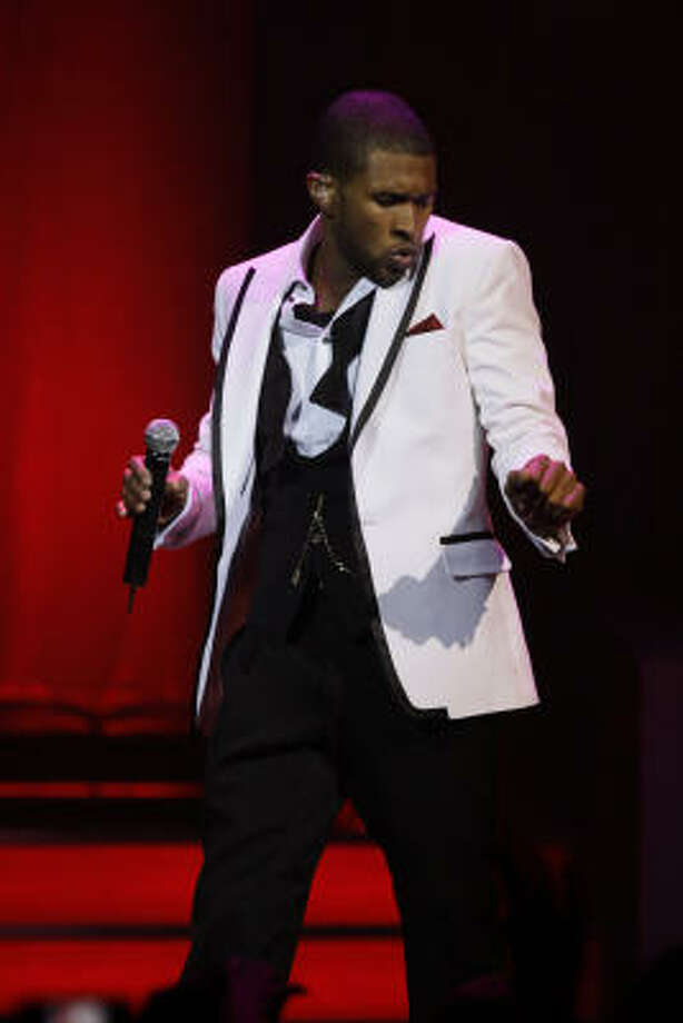 Usher performing at House of Blues in Houston. Photo: Melissa Phillip, Houston Chronicle