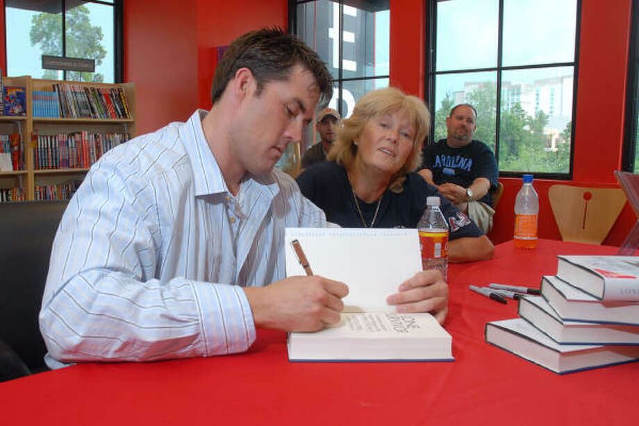 Navy Seal Marcus Luttrell signs his book Lone Survivor, The Eyewitness Account of Operation Redwing and the Lost Heroes of Seal Team 10, at the Borders book store in The Woodlands as mom, Holly Luttrell, watches him sign the book. Photo: David Hopper, For The Chronicle