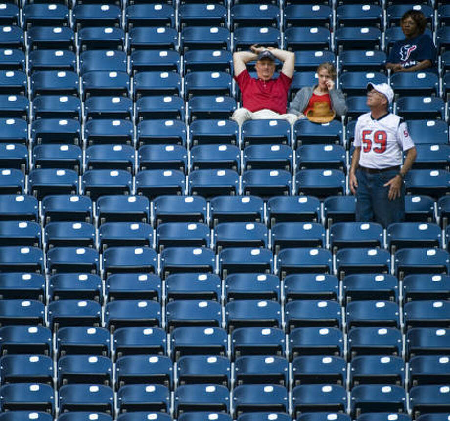 A few loyal fans stick it out in the fourth quarter of the loss to the Ravens. Photo: Smiley N. Pool, Chronicle