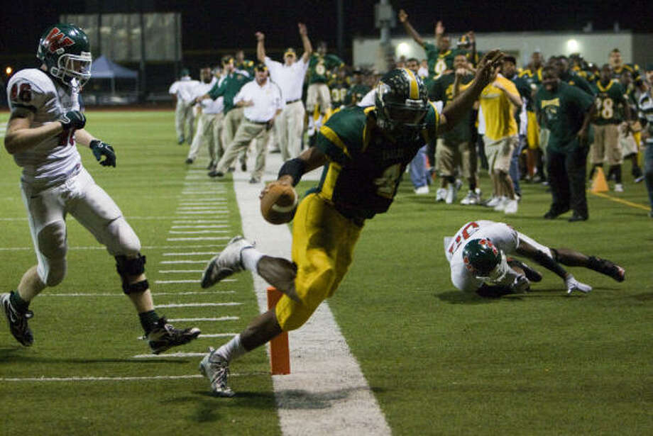 Klein Forest quarterback Matt Davis accounted for 465 total yards and two touchdowns. Photo: Smiley N. Pool, Houston Chronicle