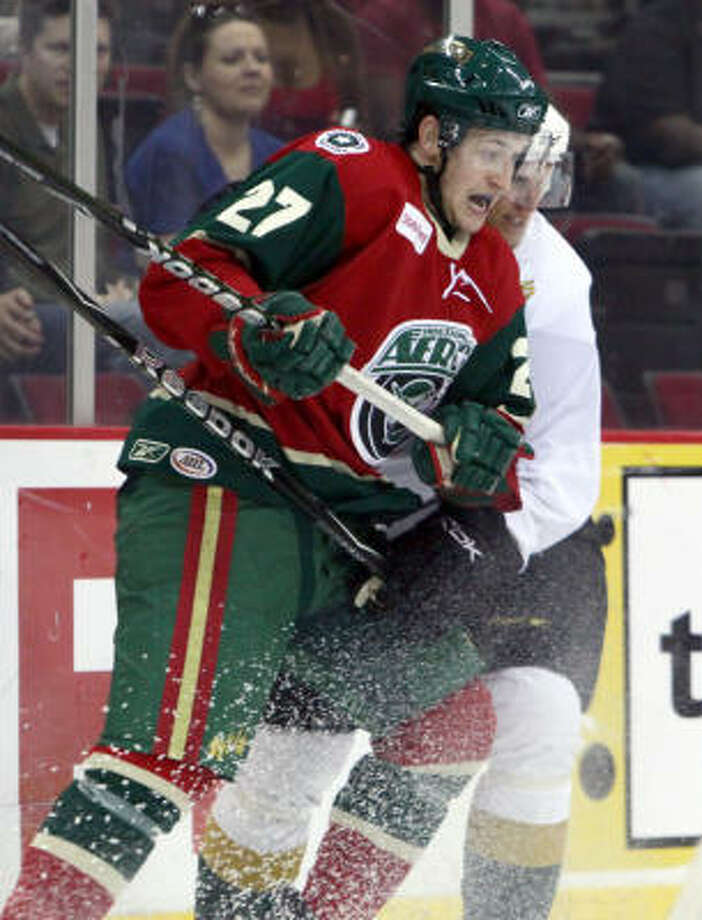A late goal by Carson McMillan helped fuel the Aeros to a 4-2 victory. Photo: Jason Villanueva, Houston Aeros