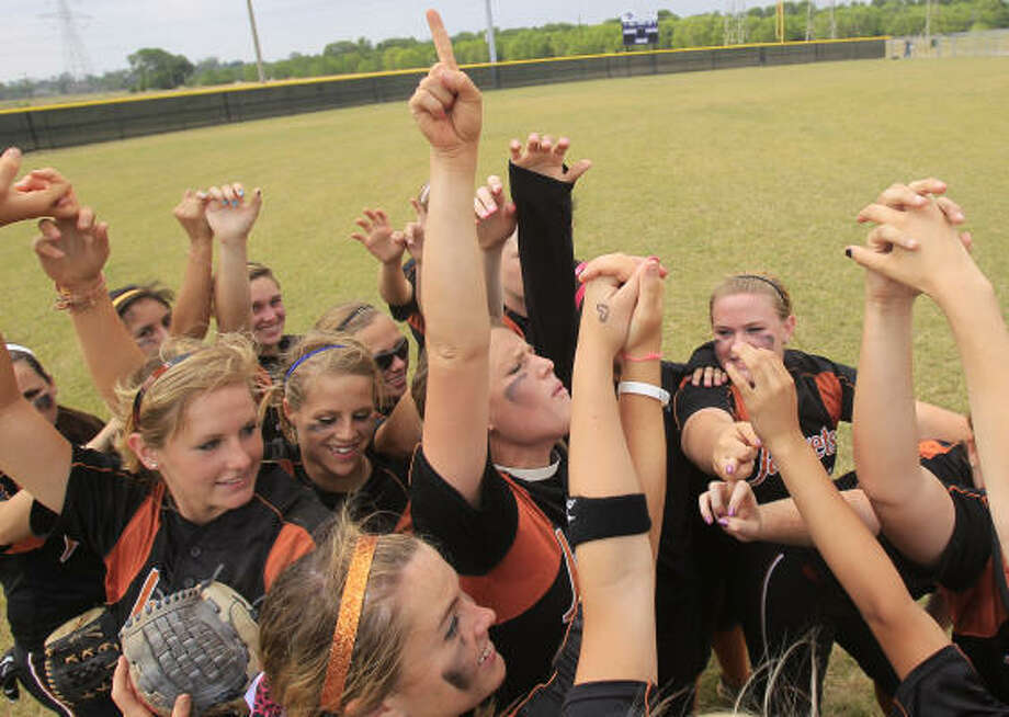The Alvin Lady Jackets celebrate Saturday's victory over Clements. Photo: Cody Duty, Chronicle