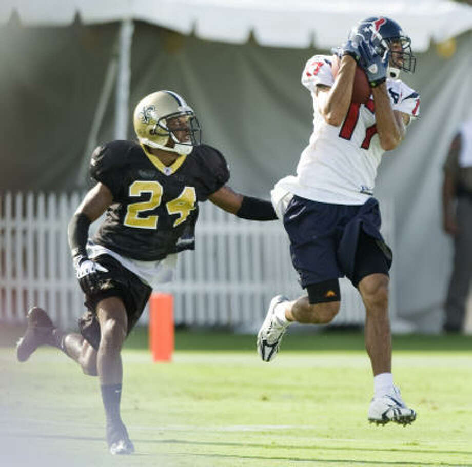 Glenn Martinez, right, was among the 53 survivors of the Texans' roster cuts. Photo: Brett Coomer, Houston Chronicle