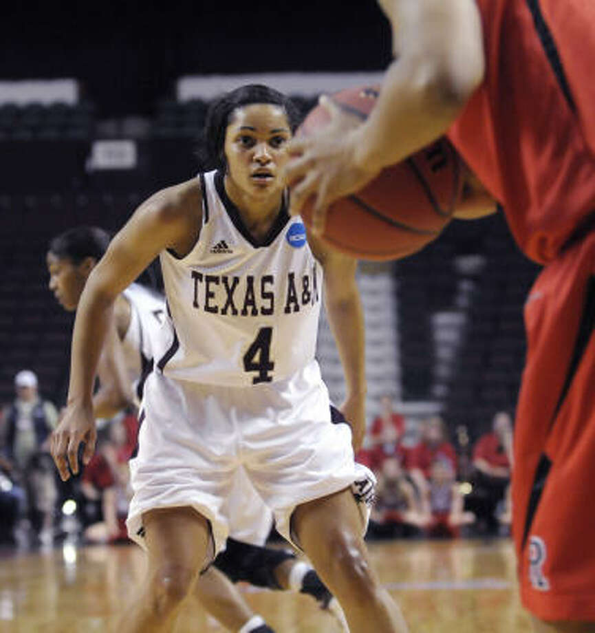 Guard Sydney Carter plays a crucial role for Texas A&M's defense. Photo: Greg Pearson, AP