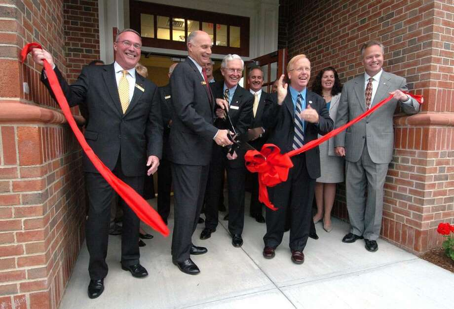 From left, Jay Lent, John Kline, Tom Frizzell and Mayor Mark Boughten at Uninon Savings Bank in Danbury, Sept. 30, 2009. Photo: Chris Ware / The News-Times