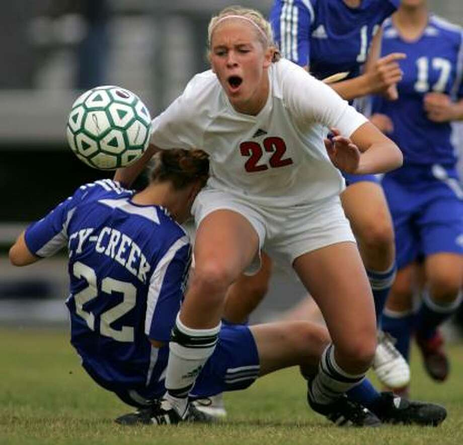 The Woodlands' Olivia Kintigh was a first team all-state selection in 2008 as she led the Highlanders to 24-1-3 record. Photo: ERIC CHRISTIAN SMITH, For The Chronicle