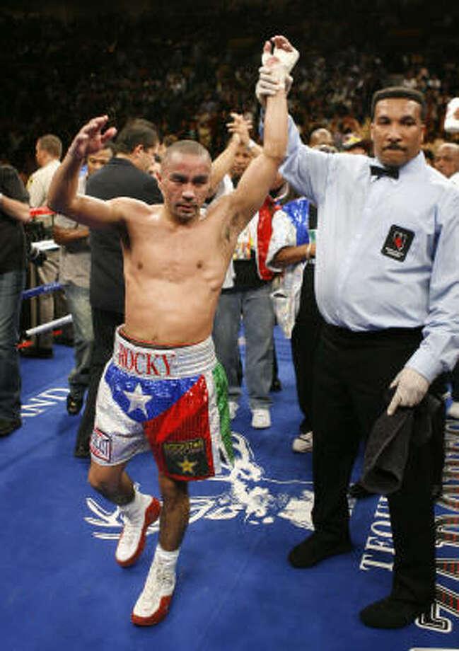 Rocky Juarez beat Jose Hernandez by unanimous decision in Las Vegas. Photo: Kevork Djansezian, AP