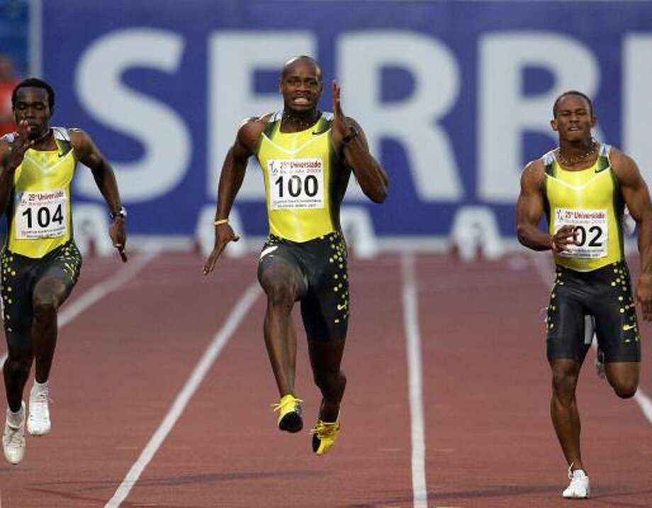 Asafa Powell, center, wins the men's 100 meters in Belgrade with the fastest time this year. Photo: DIMITAR DILKOFF, AFP/GETTY IMAGES