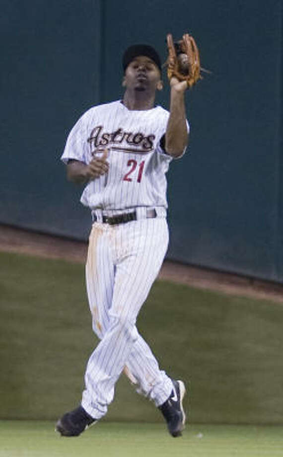 Astros center fielder Michael Bourn catches a fly ball in the fifth inning. Photo: James Nielsen, Chronicle