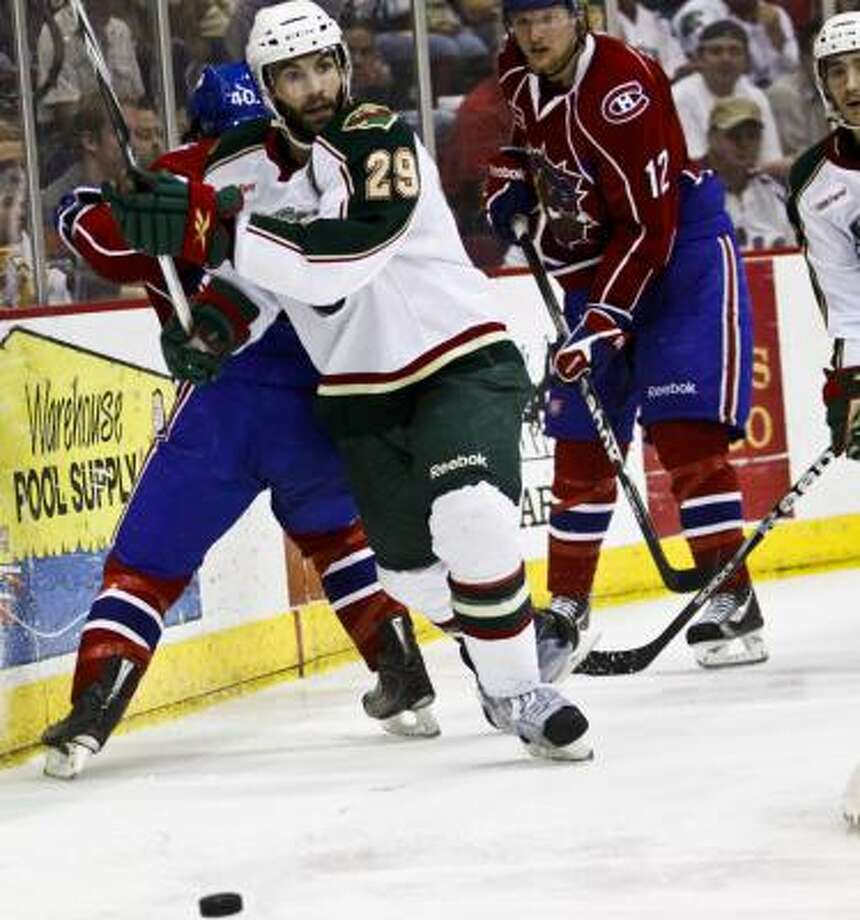Aeros defender Drew Bagnall (29) gets off a pass. Photo: Eric Kayne, For The Chronicle