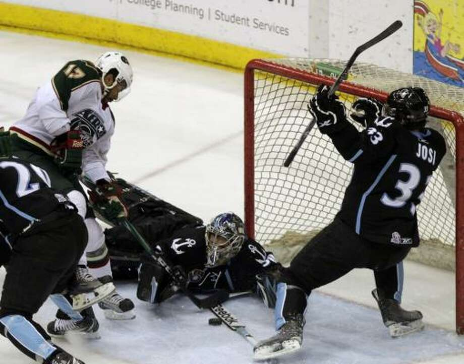 Houston Aeros left wing Robbie Earl (17) fails to get a goal past Milwaukee Admirals goalie Jeremy Smith as Milwaukee Admirals defenseman Roman Josi (33). Photo: Cody Duty, Chronicle